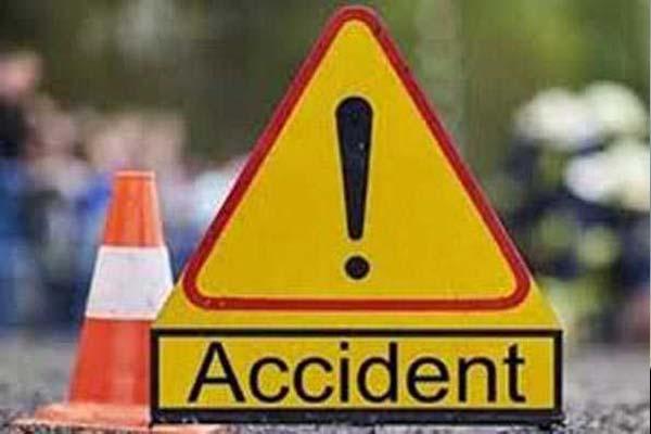पैदल जा रहे व्यक्ति को तेज रफ्तार कार ने मारी ठोकर, एक्सीडेंट में टूटा पैर