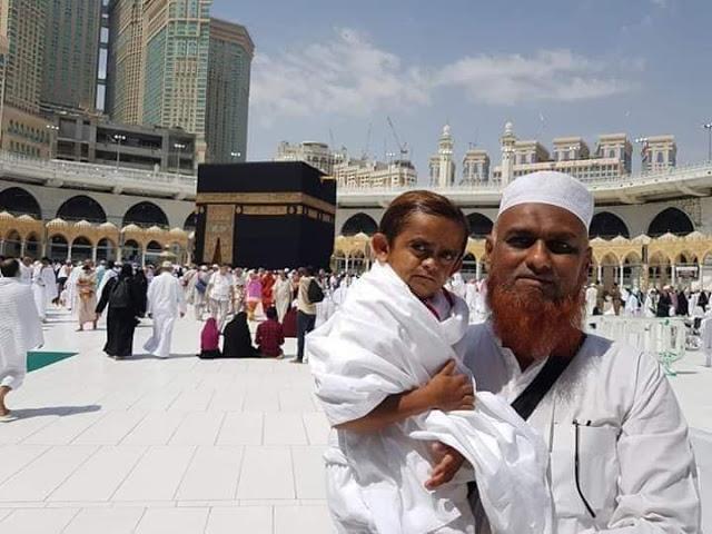 कॉमेडियन छोटू दादा ने अदा किया 'उमराह'