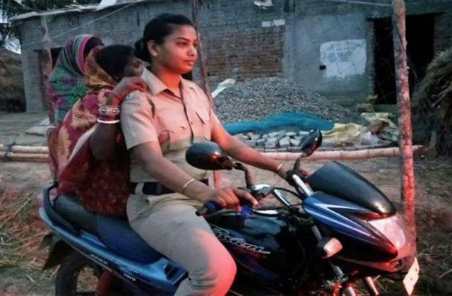 Viral: तूफ़ान के आतंक के बीच इस महिला पुलिसकर्मी ने कायम की मिसाल, सब कर रहे सेल्यूट