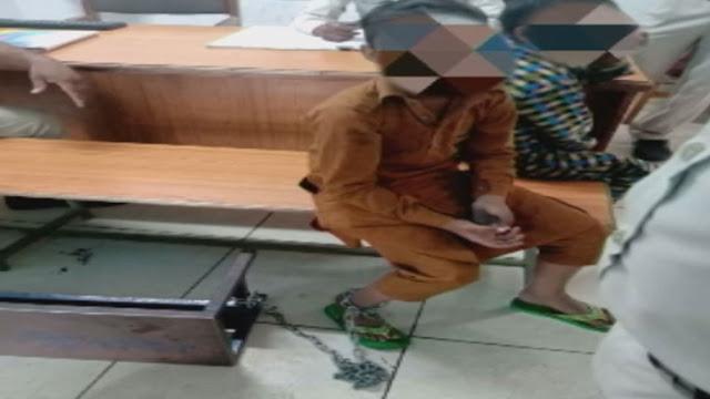 मदरसे में जंजीर से बांधकर रखे गए 2 बच्चों को पुलिस ने छुड़ाया...