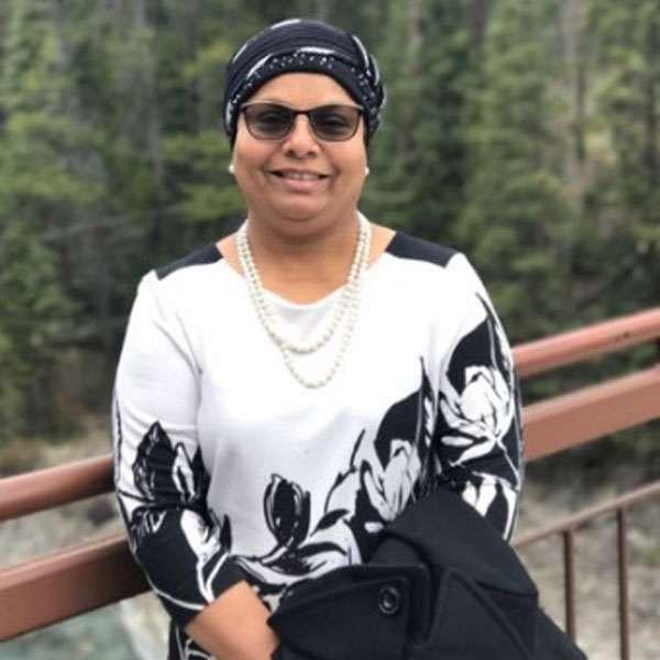 ये मुस्लिम महिला US से इंडिया आकर कर रहीं गौ पालन...