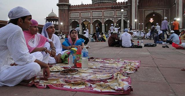 रमजान में मुसलमानों को नेकियों से मालामाल कर देता है अल्लाह