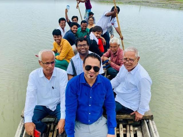 बाढ़ पीड़ितों के लिए डाक्टर कफील खान ने लगाया नि:शुल्क चिकित्सा शिविर