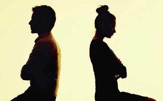 पति के न नहाने से तंग आकर पत्नी ने एक साल में ही मांगा तलाक