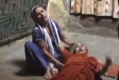 युवक की निर्मम हत्या कर मंदिर में फेंका शव