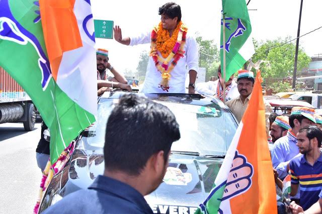 कांग्रेस प्रत्याशी इमरान प्रतापगढ़ी ने किया रोड शो