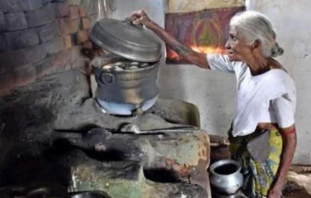 महज 1 रुपए में इडली खिलाती है 80 साल की ये दादी!