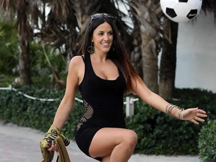 ये हैं दुनिया की सबसे खूबसूरत फुटबॉल रेफरी...