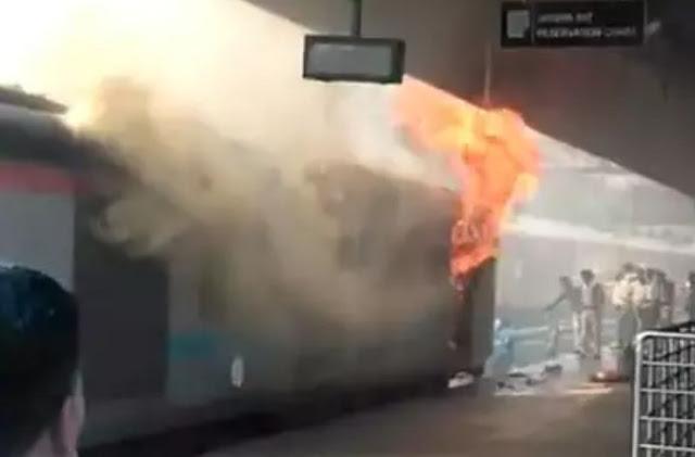 नई दिल्ली रेलवे स्टेशन पर ट्रेन में लगी आग