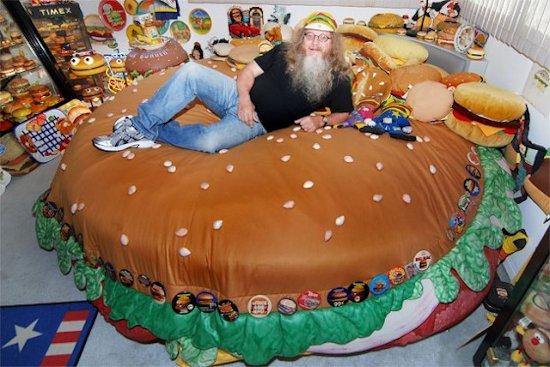 ये शख्स है 'बर्गर का दीवाना', जिसके पास है ऐसी-ऐसी चीजों का कलेक्शन