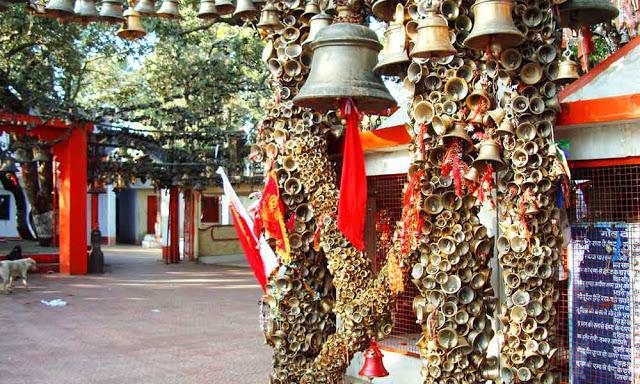 इस मंदिर में प्रसाद की जगह घंटियां चढ़ाते हैं लोग!