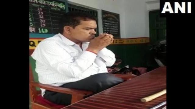 स्कूल में सिगरेट पीते हुए टीचर का वीडियो वायरल, निलंबित