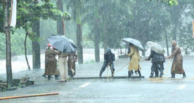 केरल में भारी बारिश की वजह से रेड अलर्ट