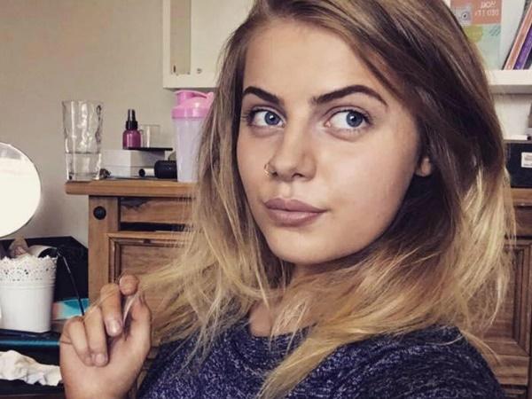 पेट दर्द होने पर हॉस्पिटल पहुंची 19 साल की लड़की निकली 9 महीने की प्रेग्नेंट