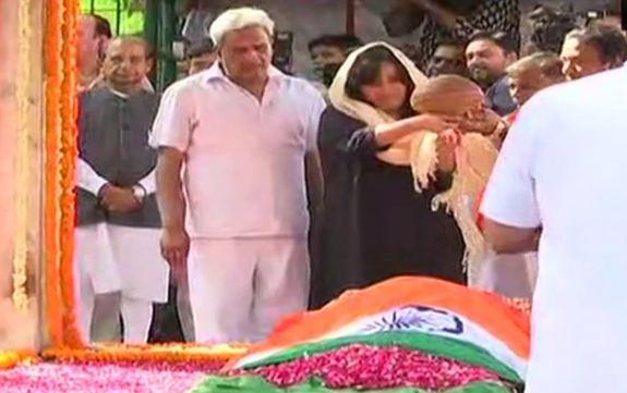 राजकीय सम्मान के साथ सुषमा स्वराज का अंतिम संस्कार