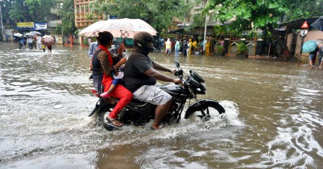 बारिश का कहर जारी, UP में 80 लोगों की मौत