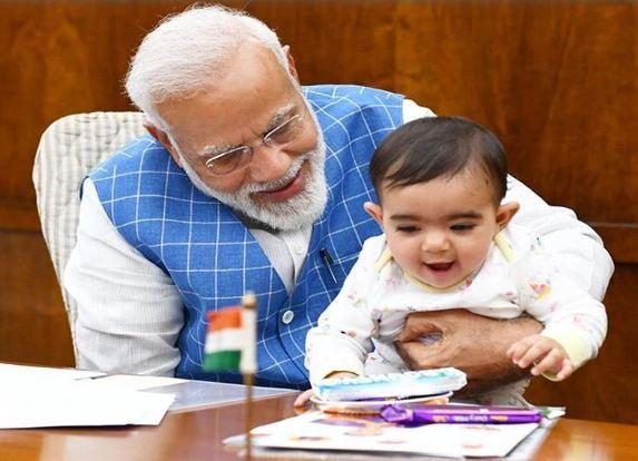 जब PM मोदी ने सांसद जटिया के पोते को इस तरह दुलारा!