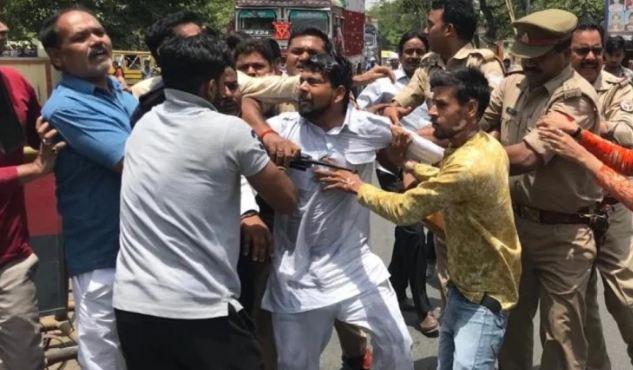गिरिराज पर मुकदमा दर्ज न होने से नाराज कांग्रेस नेता ने की आत्मदाह की कोशिश