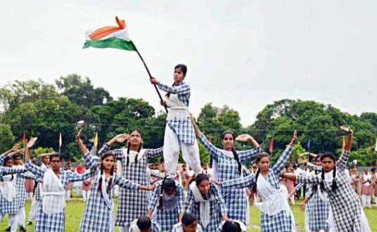 'कश्मीरी लड़कियों' ने शान से लहराया देश की शान तिरंगा...