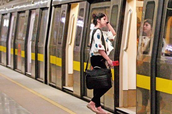 फ्री मेट्रो के वादे पर सुप्रीम कोर्ट ने कहा- लुभावने वादे और नुकसान के दावे साथ नहीं चल सकते