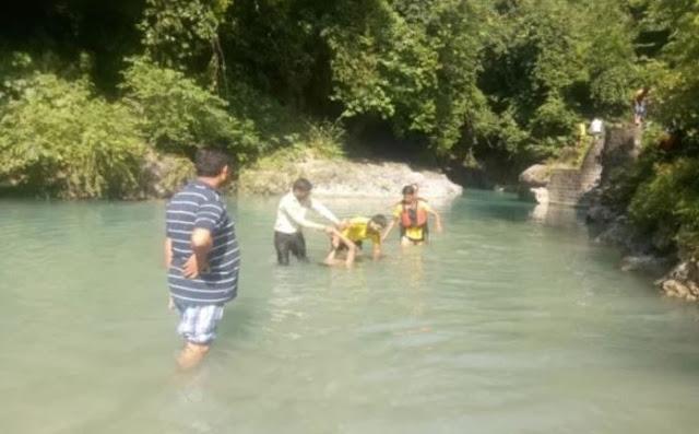 मूर्ति विसर्जन के लिए गए युवक नदी में ले रहे थे सेल्फी, डूबने से 2 की मौत...