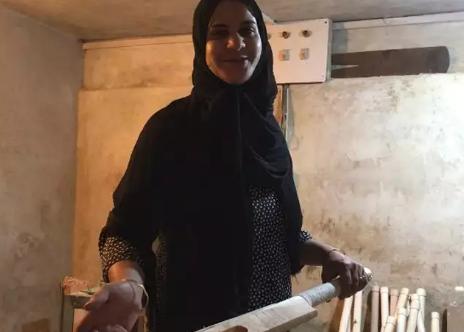 कश्मीर की क्रिकेट बैट निर्माता अकेली महिला रिफत मसूदी हो रहीं फेमस