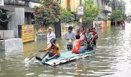 भारी बारिश से पश्चिम बंगाल में बाढ़ जैसी स्थिति, 2.5 लाख लोग प्रभावित