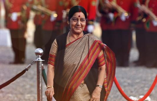 सपा नेता ने 'द्रोपदी' से की सुषमा स्वराज की तुलना, जानिए क्या-क्या बोल गए...