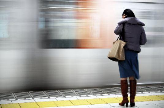दिल्ली मेट्रो में महिलाओं के फ्री सफर पर मोदी सरकार का इनकार!