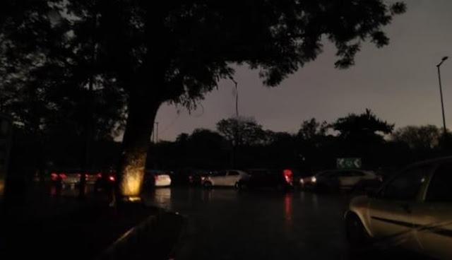 'फानी' का असर: 6 बजे ही छाया अंधेरा, बारिश शुरू