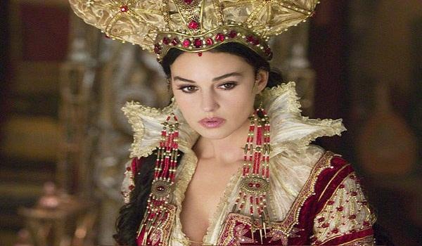 कुंवारी लड़कियों के खून से नहाती थी ये खूबसूरत रानी...