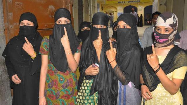 कई इलाकों में EVM खराब, कांग्रेस का आरोप- मुस्लिम बहुल इलाकों में हो रही गड़बड़ी