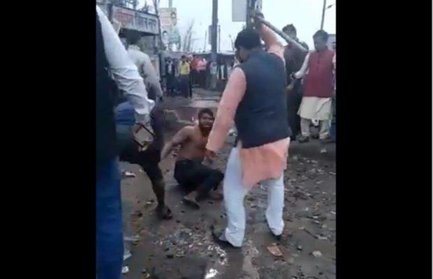 AAP नेता ने डंडों से की युवक की पिटाई