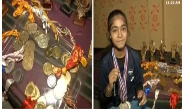 17 साल की 'आयशा अहमद' ने 2 गोल्ड मेडल जीतकर रोशन किया देश का नाम