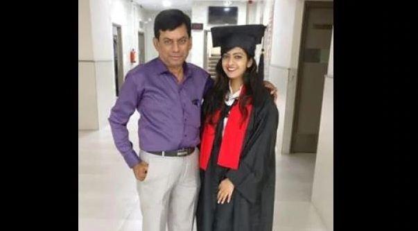 बाप-बेटी ने एक ही कॉलेज में लिया एडमिशन!