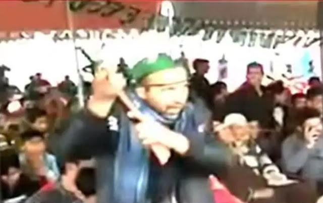 महबूबा मुफ्ती की पार्टी की रैली में टॉय गन के साथ नजर आए समर्थक