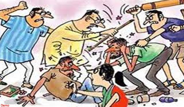 बच्चा चोरी के शक में पकड़कर व्यक्ति को पीटा