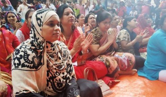 मुस्लिम महिला के हिजाब में हनुमान चालीसा पर मिली धमकी!