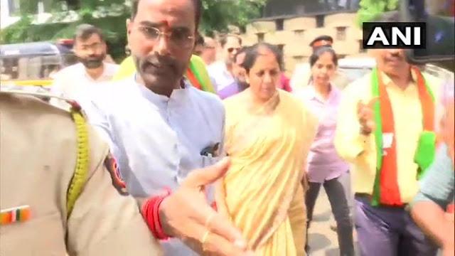 BJP कार्यालय के बाहर PMC ग्राहकों का प्रदर्शन