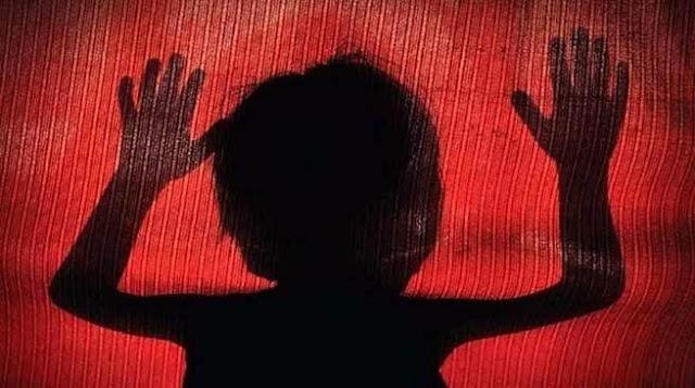 खाना मांगने पर 3 साल की बच्ची को गर्म चिमटे से दागा