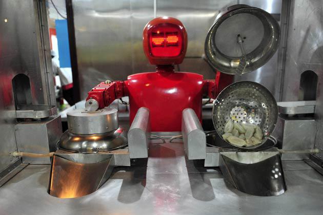 इस होटल में रोबोट करते है कस्टमर का स्वागत...