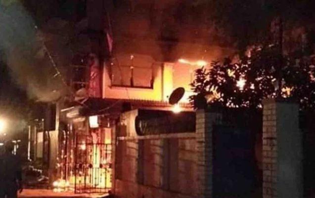फर्नीचर दुकान में आग लगने से करोड़ों का नुकसान