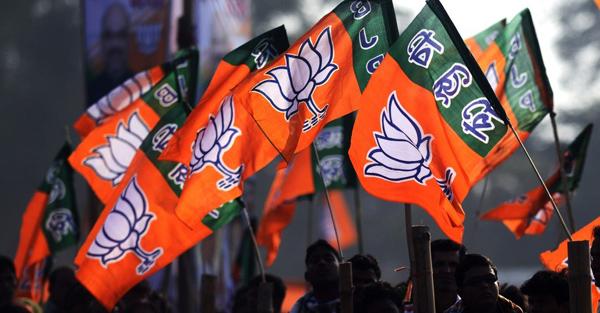 कांग्रेस का हाथ, आतंकवाद के साथ कांग्रेस अपना गिरेबान देखें: BJP