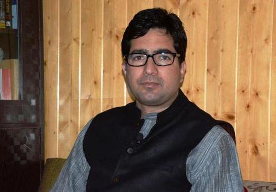 पूर्व IAS शाह फैसल को दिल्ली हवाई अड्डे पर हिरासत में लेकर भेजा गया कश्मीर