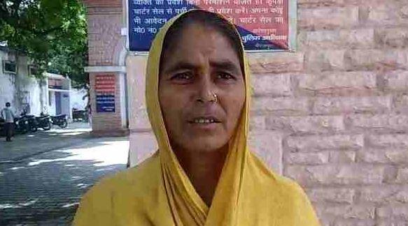 हिन्दू महिला से किया निकाह, अब तीन तलाक बोलकर घर से निकाला