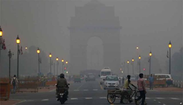 राजधानी में सुबह सर्द मौसम के साथ वायु गुणवत्ता में खराबी