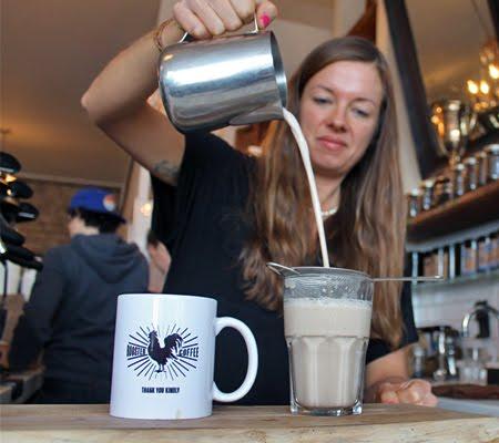 कनैडियन कपल को चाय से हुआ ऐसा प्यार कि खुद खोल ली चाय की दुकान