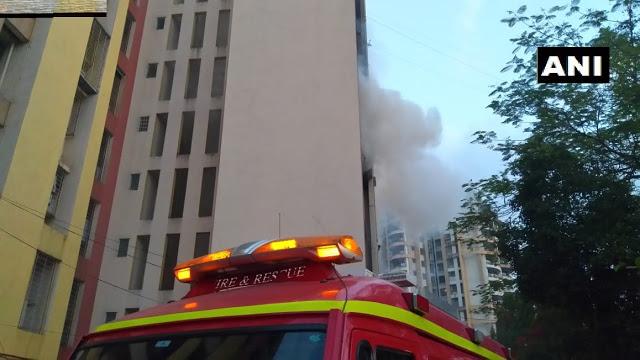 बिल्डिंग में लगी आग, बुझाने की मशक्कत जारी