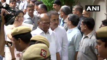 BJP मुख्यालय में अरुण जेटली को श्रद्धांजलि देने का सिलसिला जारी