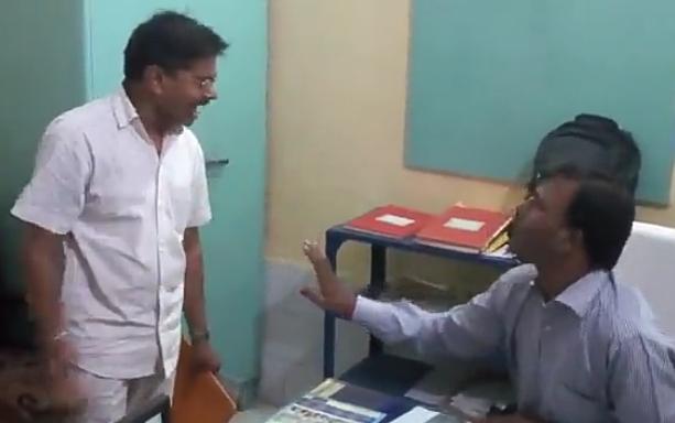 BJP नगराध्यक्ष और SBI मैनेजर में नोकझोंक